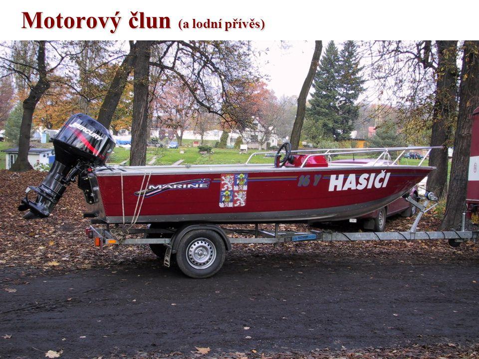 Motorový člun (a lodní přívěs)