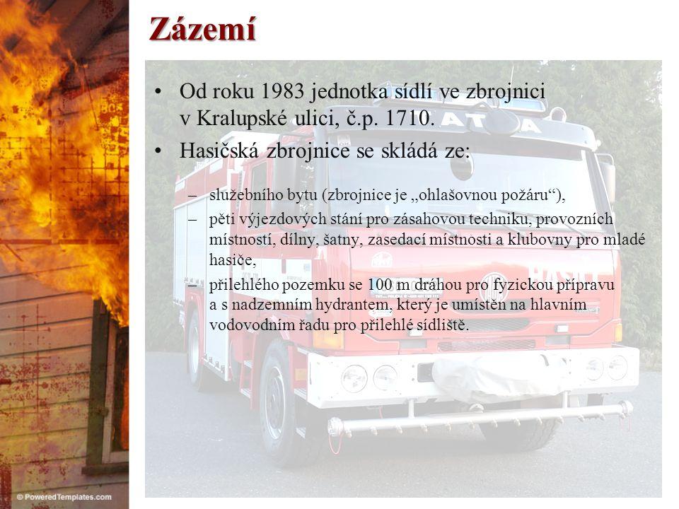 Zázemí Od roku 1983 jednotka sídlí ve zbrojnici v Kralupské ulici, č.p. 1710. Hasičská zbrojnice se skládá ze: