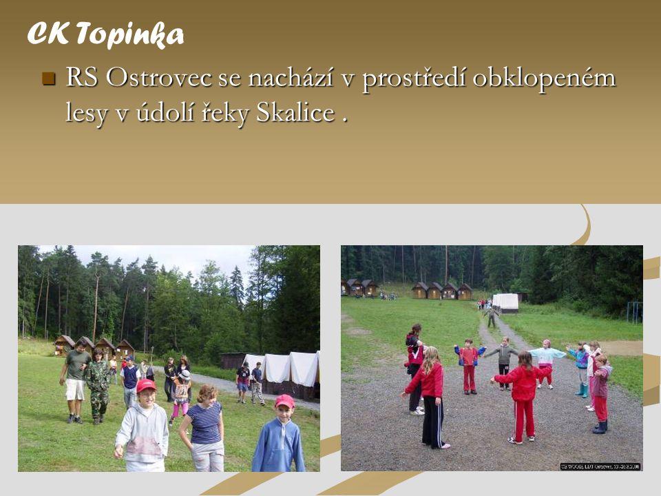 CK Topinka RS Ostrovec se nachází v prostředí obklopeném lesy v údolí řeky Skalice .