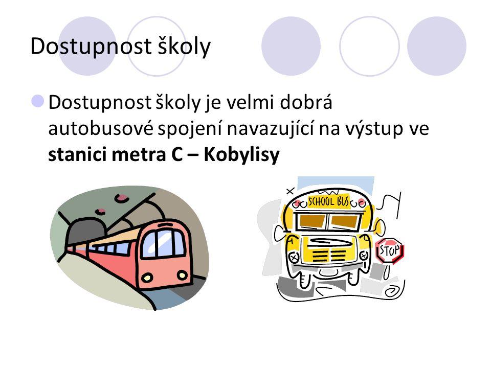 Dostupnost školy Dostupnost školy je velmi dobrá autobusové spojení navazující na výstup ve stanici metra C – Kobylisy.