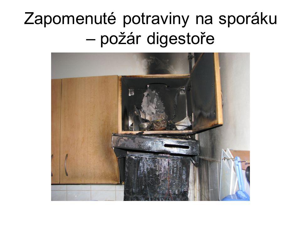 Zapomenuté potraviny na sporáku – požár digestoře