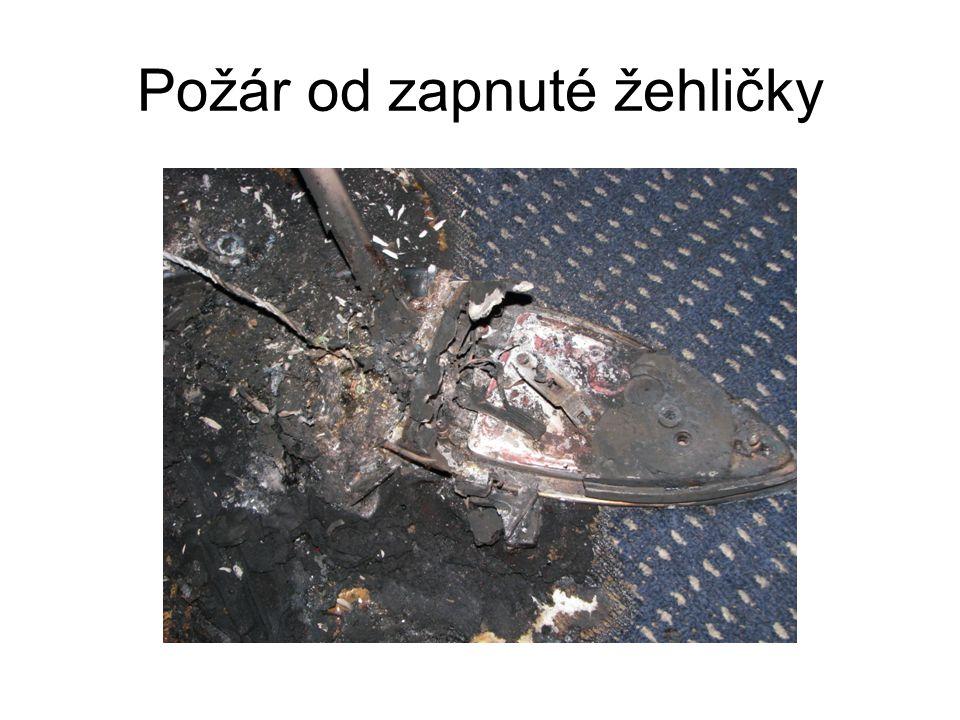 Požár od zapnuté žehličky