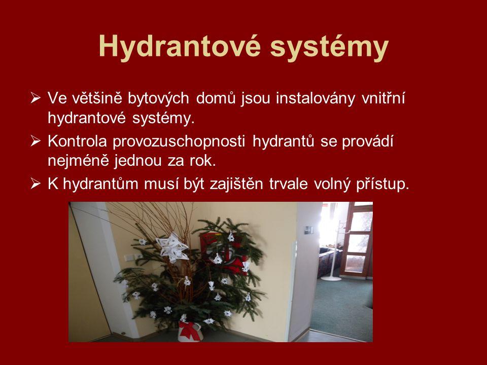 Hydrantové systémy Ve většině bytových domů jsou instalovány vnitřní hydrantové systémy.