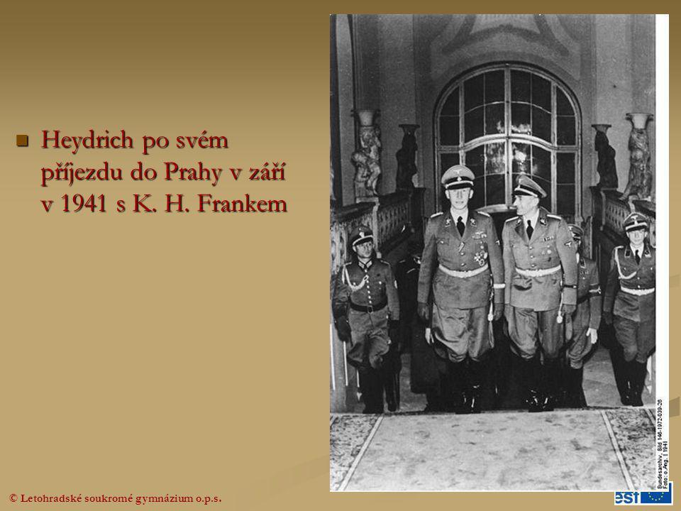 Heydrich po svém příjezdu do Prahy v září v 1941 s K. H. Frankem