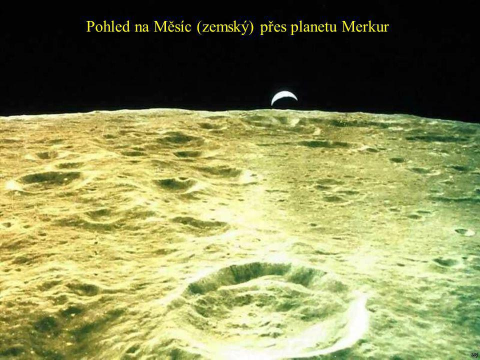 Pohled na Měsíc (zemský) přes planetu Merkur