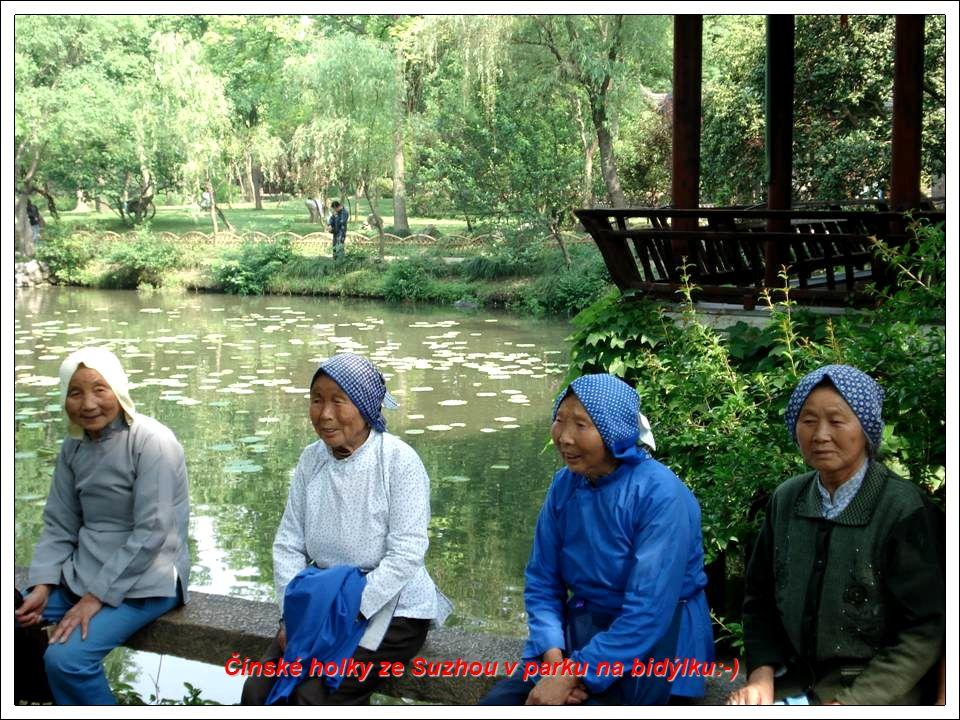 Čínské holky ze Suzhou v parku na bidýlku:-)