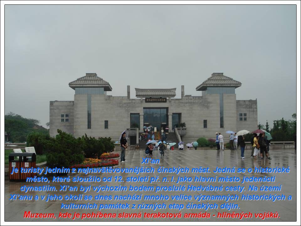 Muzeum, kde je pohřbena slavná terakotová armáda - hliněných vojáků.