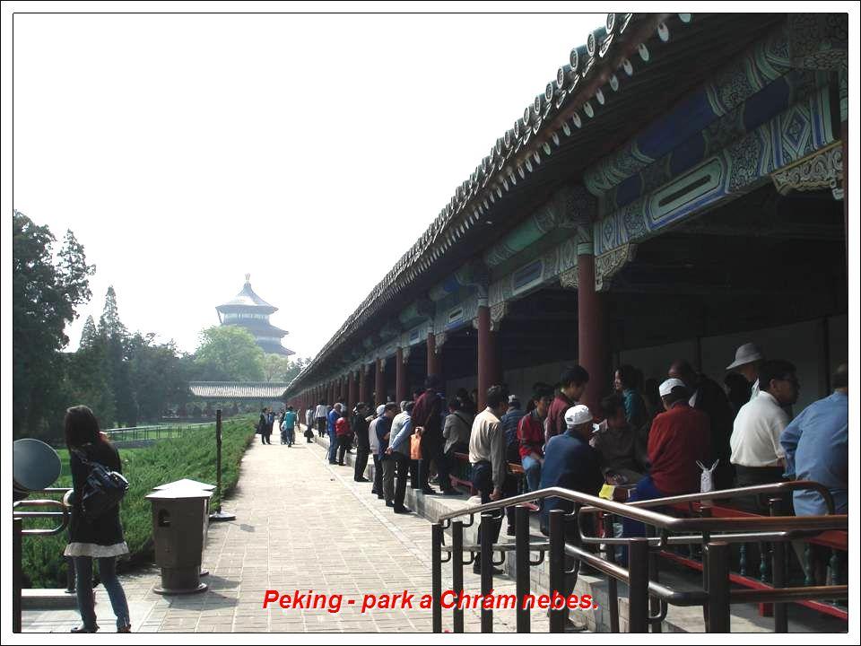 Peking - park a Chrám nebes.