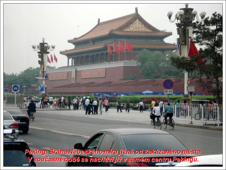 Peking: Brána Nebeského míru jižně od Zakázaného města.