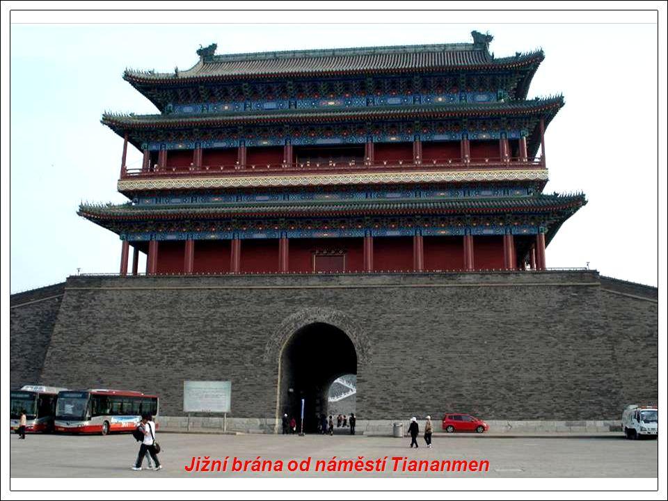 Jižní brána od náměstí Tiananmen