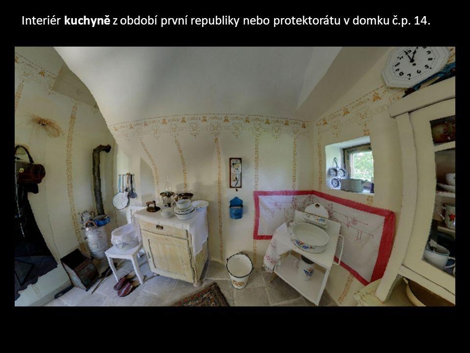 Interiér kuchyně z období první republiky nebo protektorátu v domku č