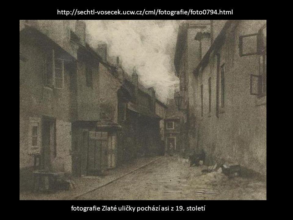 fotografie Zlaté uličky pochází asi z 19. století