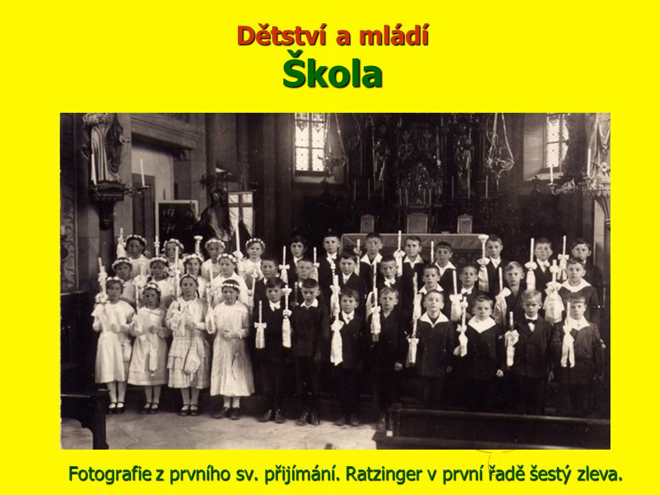 Dětství a mládí Škola Fotografie z prvního sv. přijímání. Ratzinger v první řadě šestý zleva.