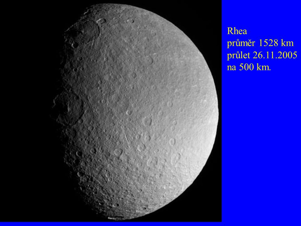 Rhea průměr 1528 km průlet 26.11.2005 na 500 km.