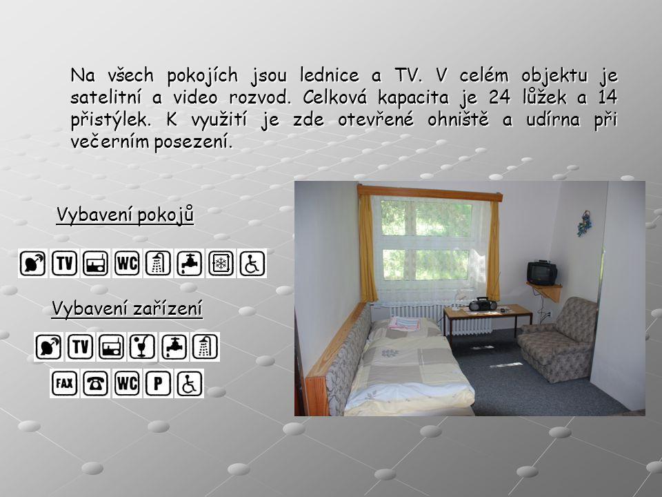 Na všech pokojích jsou lednice a TV