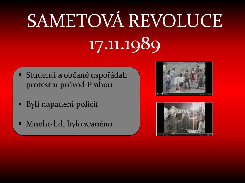 SAMETOVÁ REVOLUCE 17.11.1989 Studenti a občané uspořádali protestní průvod Prahou. Byli napadeni policií.