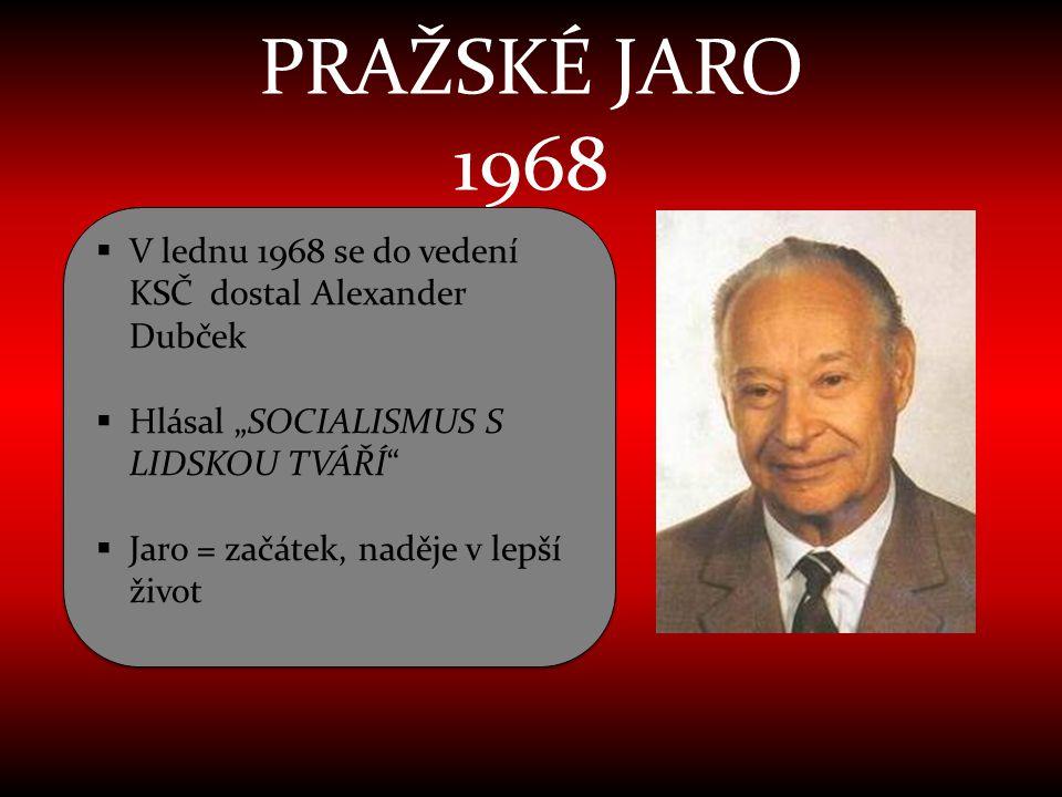 """PRAŽSKÉ JARO 1968 V lednu 1968 se do vedení KSČ dostal Alexander Dubček. Hlásal """"SOCIALISMUS S LIDSKOU TVÁŘÍ"""