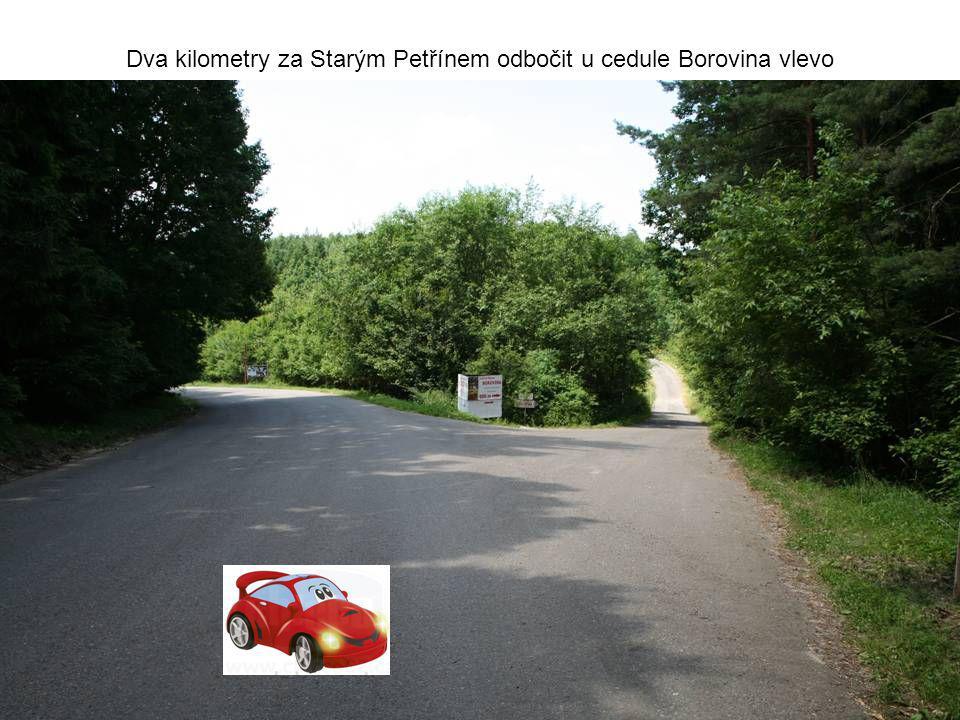 Dva kilometry za Starým Petřínem odbočit u cedule Borovina vlevo