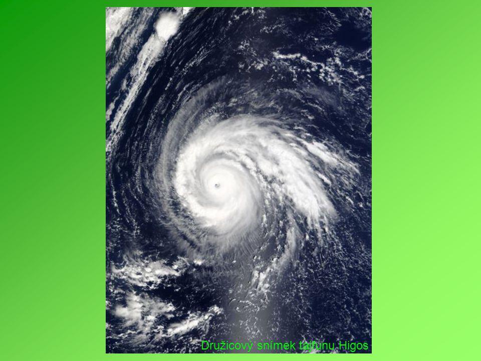 Družicový snímek tajfunu Higos