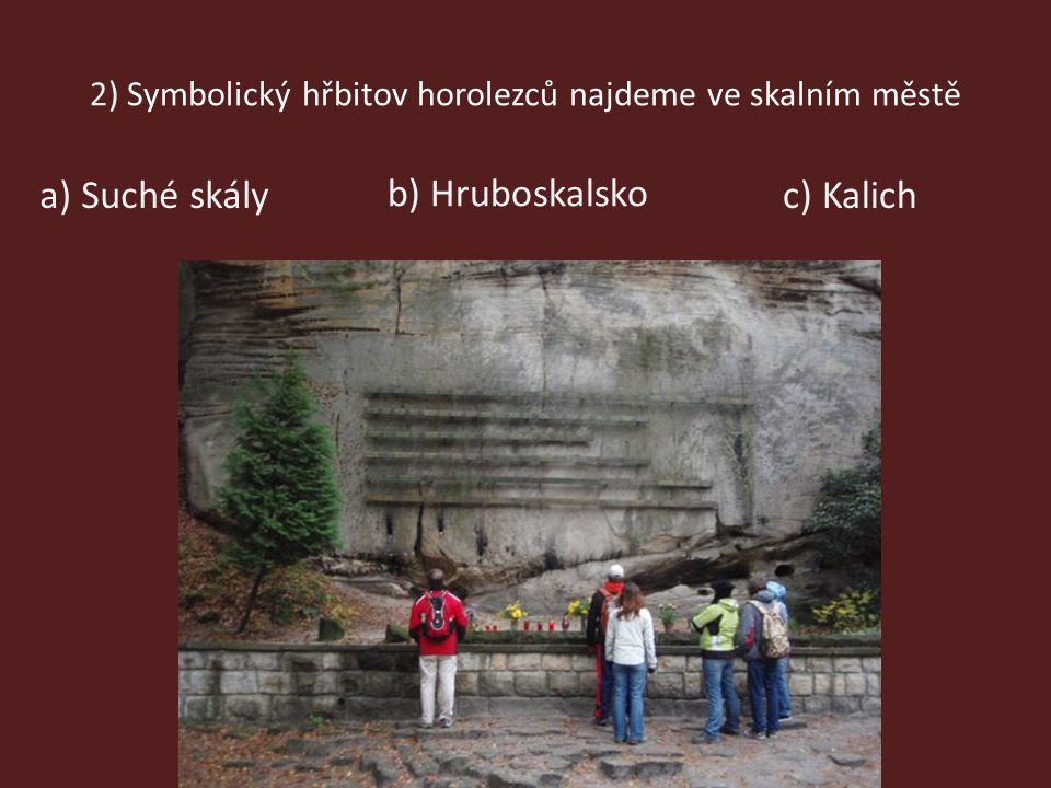 2) Symbolický hřbitov horolezců najdeme ve skalním městě