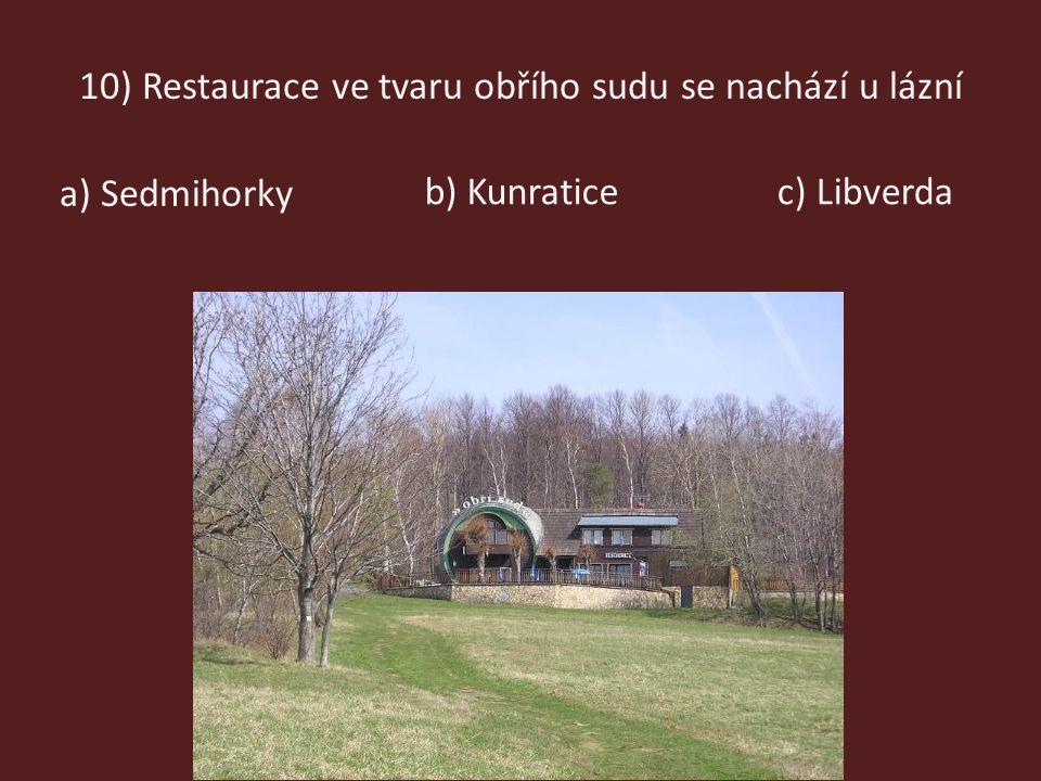 10) Restaurace ve tvaru obřího sudu se nachází u lázní