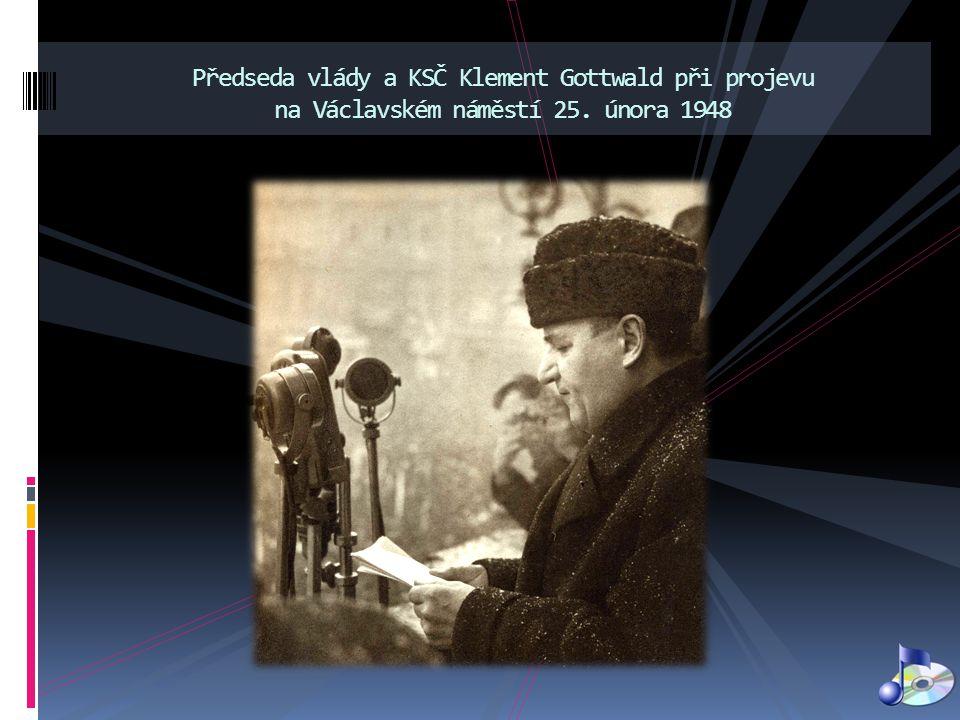 Předseda vlády a KSČ Klement Gottwald při projevu na Václavském náměstí 25. února 1948