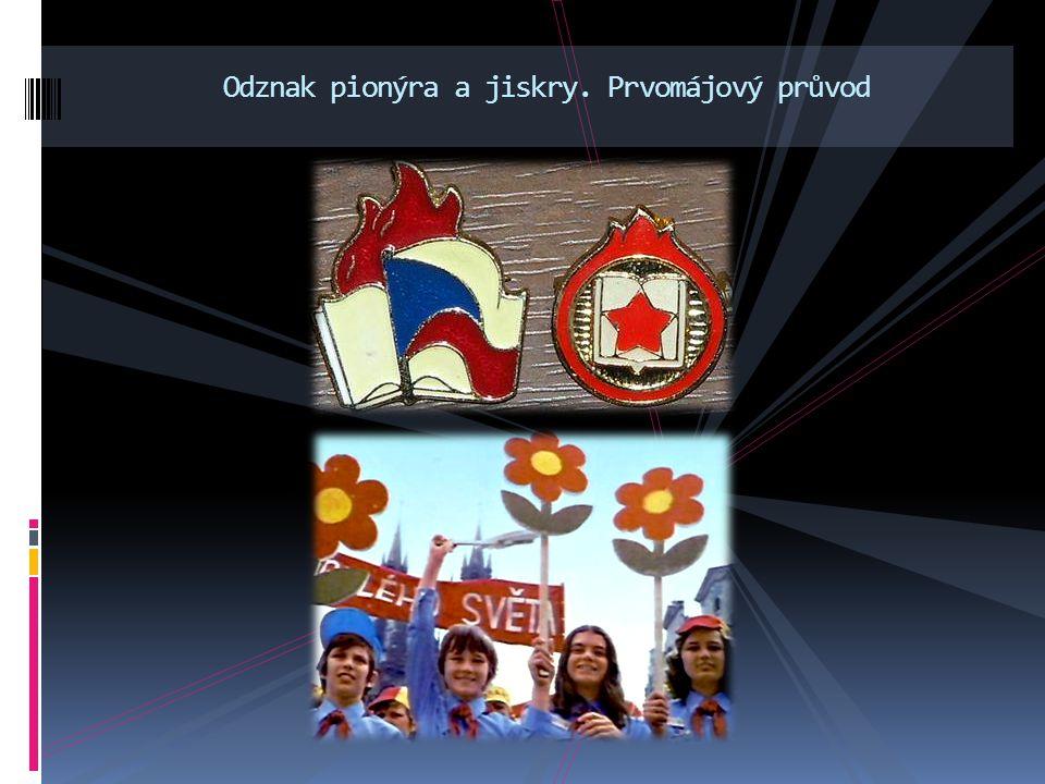 Odznak pionýra a jiskry. Prvomájový průvod