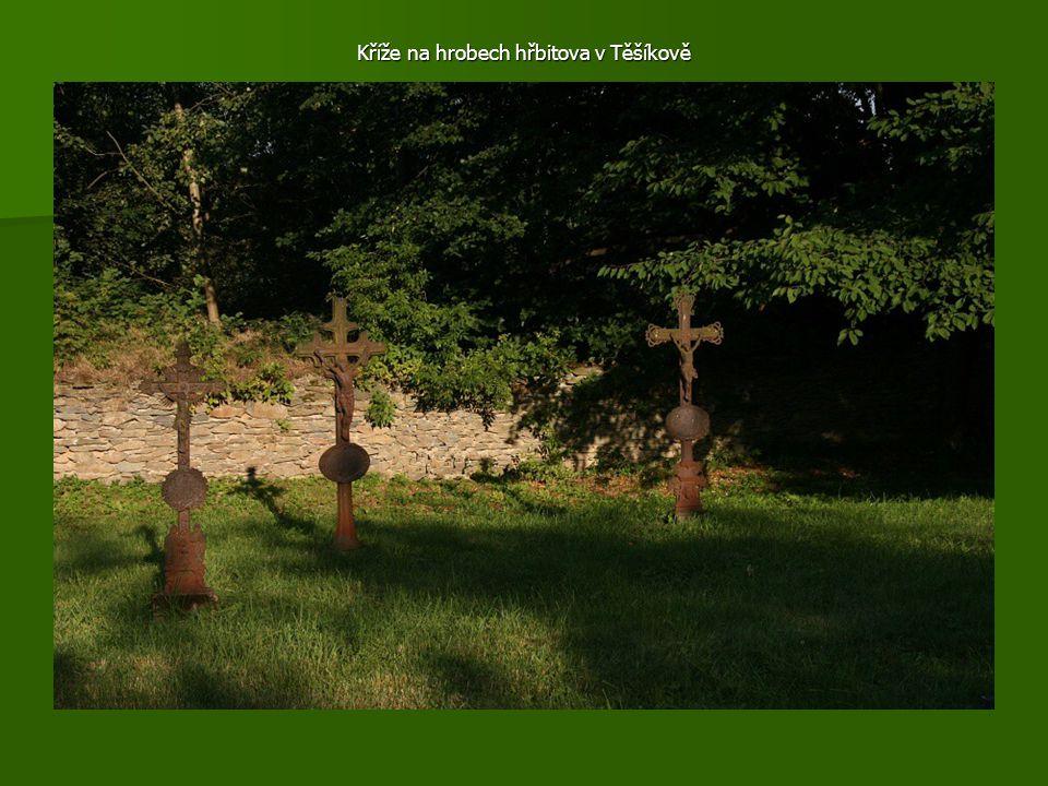 Kříže na hrobech hřbitova v Těšíkově
