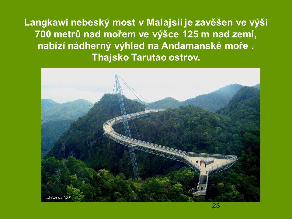 Langkawi nebeský most v Malajsii je zavěšen ve výši 700 metrů nad mořem ve výšce 125 m nad zemí, nabízí nádherný výhled na Andamanské moře .