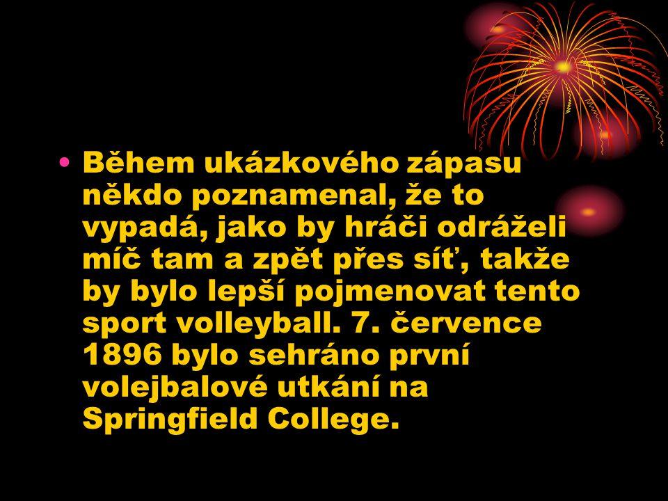 Během ukázkového zápasu někdo poznamenal, že to vypadá, jako by hráči odráželi míč tam a zpět přes síť, takže by bylo lepší pojmenovat tento sport volleyball.