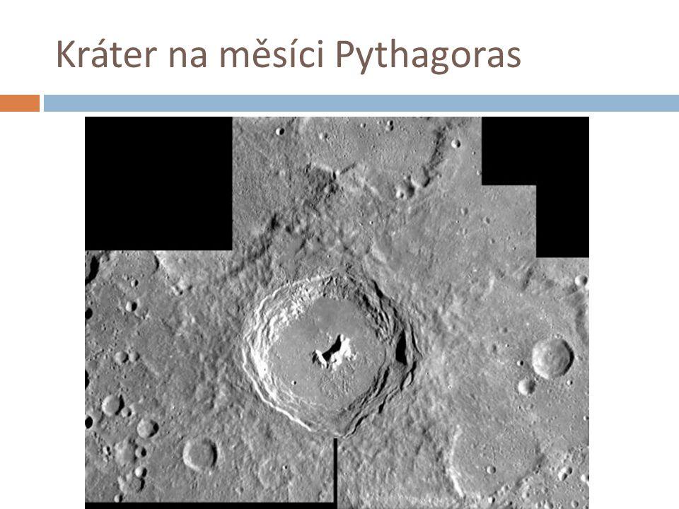 Kráter na měsíci Pythagoras