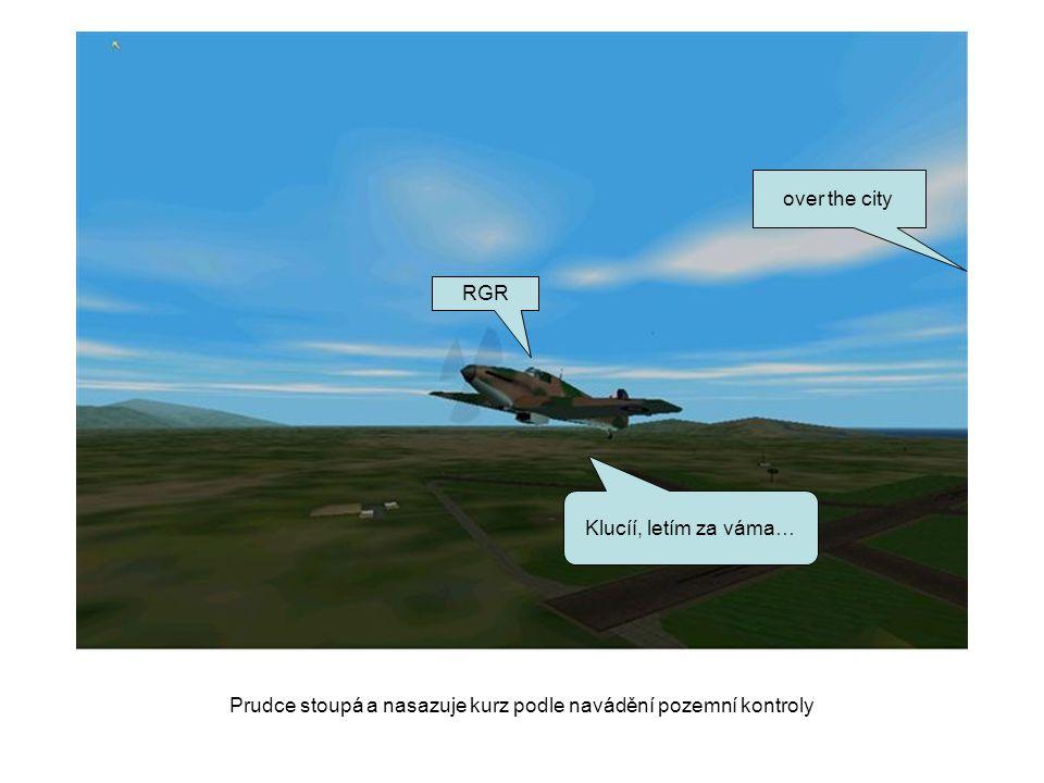 Prudce stoupá a nasazuje kurz podle navádění pozemní kontroly