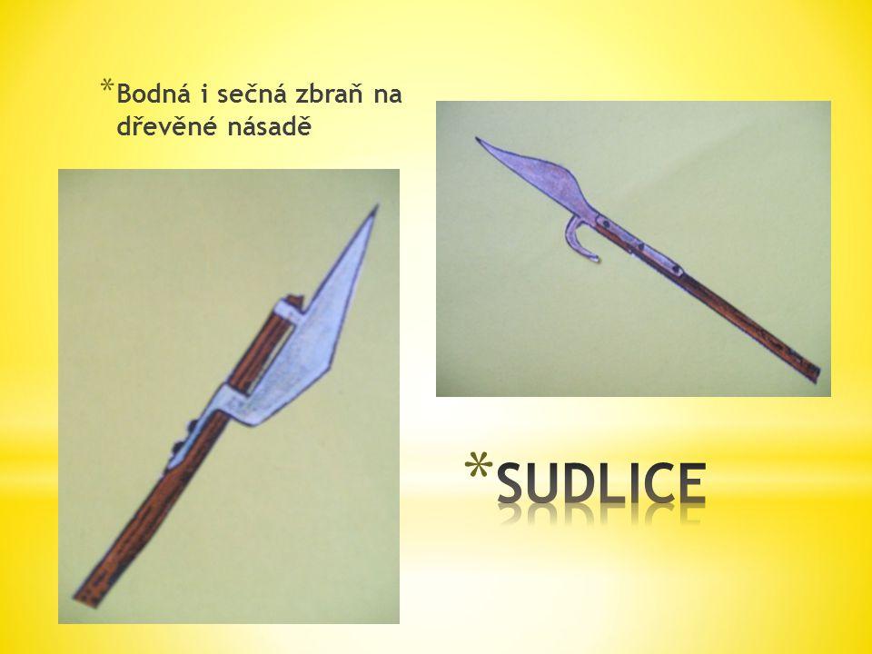 Bodná i sečná zbraň na dřevěné násadě