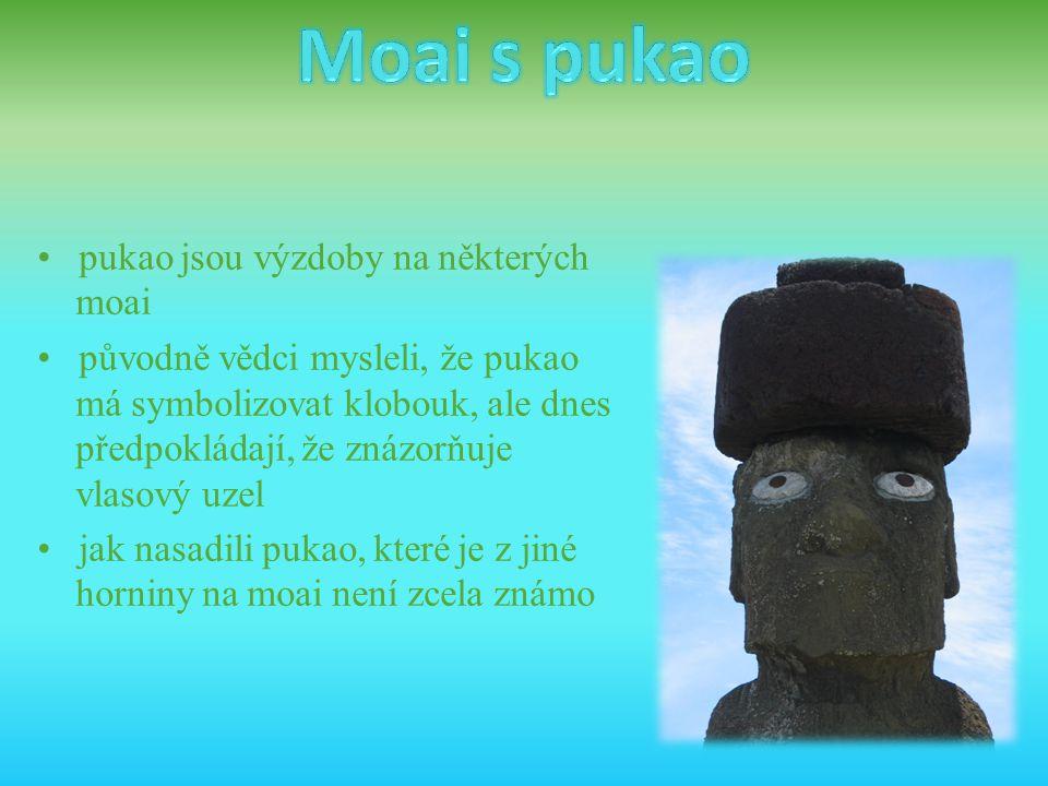Moai s pukao • pukao jsou výzdoby na některých moai