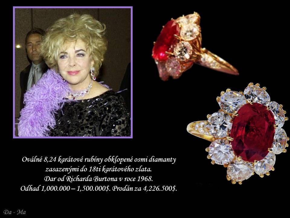 Oválné 8,24 karátové rubíny obklopené osmi diamanty zasazenými do 18ti karátového zlata.