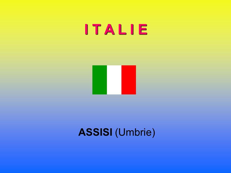 I T A L I E ASSISI (Umbrie)