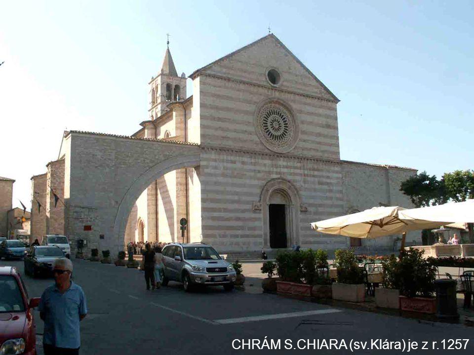 CHRÁM S.CHIARA (sv.Klára) je z r.1257