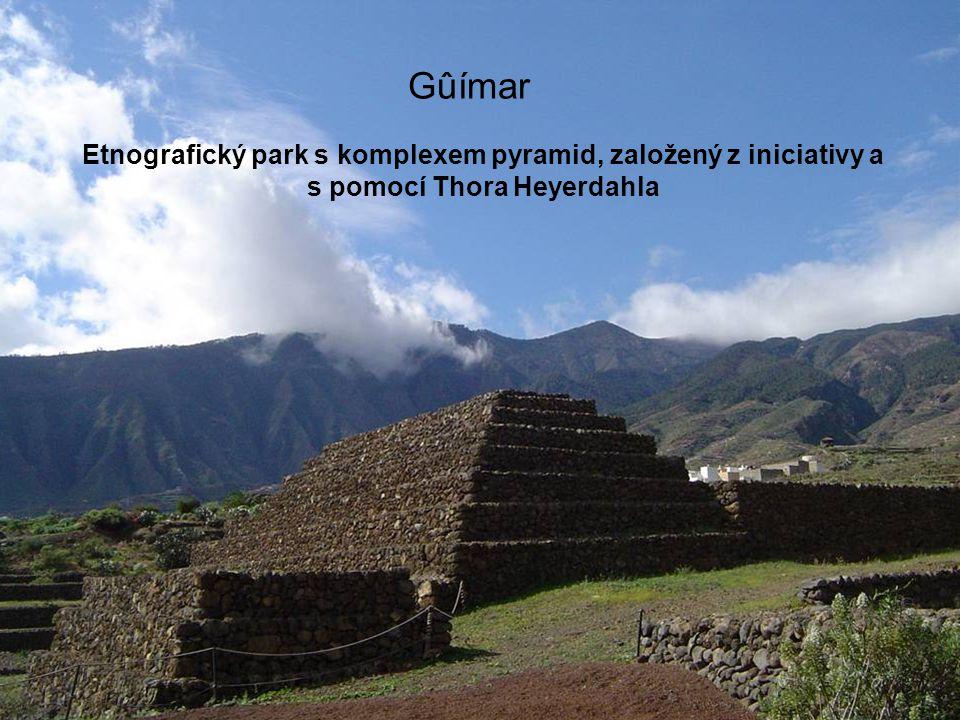 Gûímar Etnografický park s komplexem pyramid, založený z iniciativy a s pomocí Thora Heyerdahla.