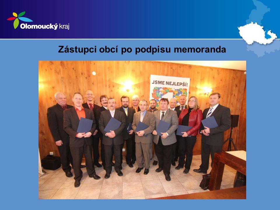 Zástupci obcí po podpisu memoranda