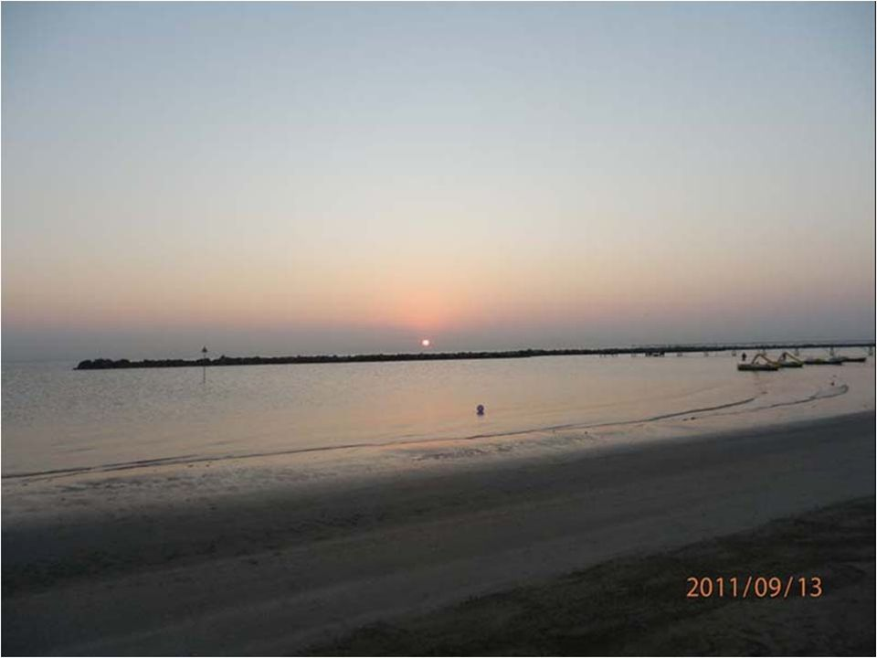 Východ slunce nad mořem