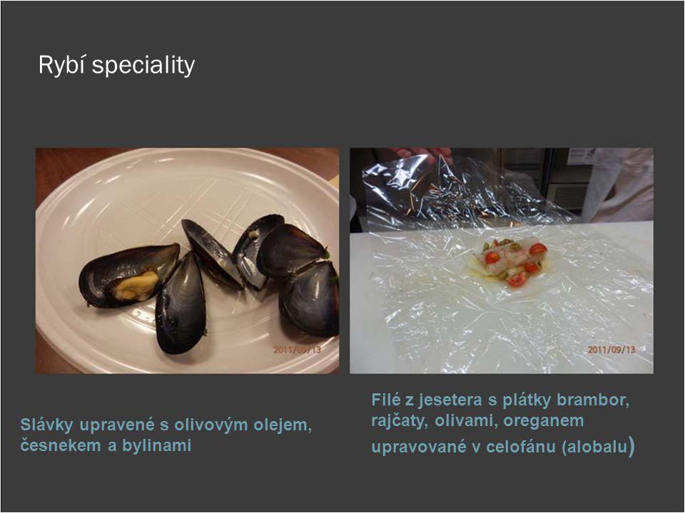 Rybí speciality Filé z jesetera s plátky brambor, rajčaty, olivami, oreganem upravované v celofánu (alobalu)
