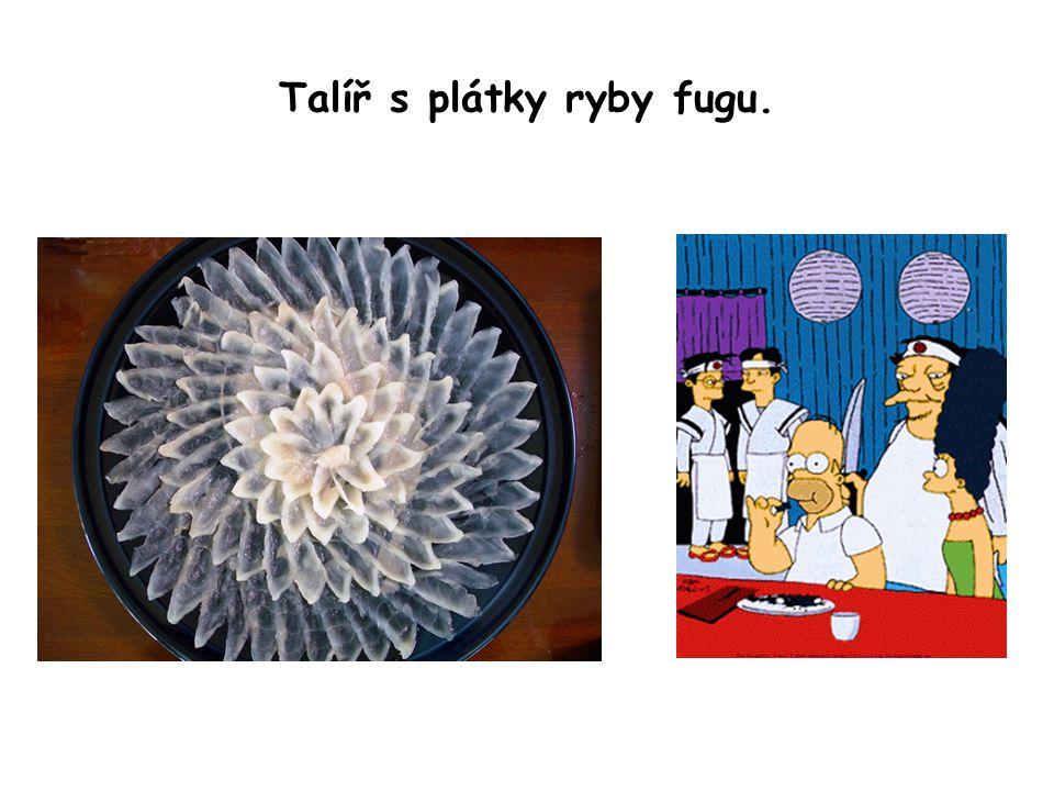 Talíř s plátky ryby fugu.