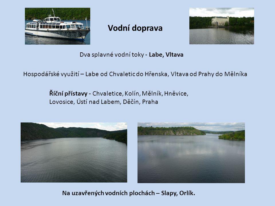 Vodní doprava Dva splavné vodní toky - Labe, Vltava