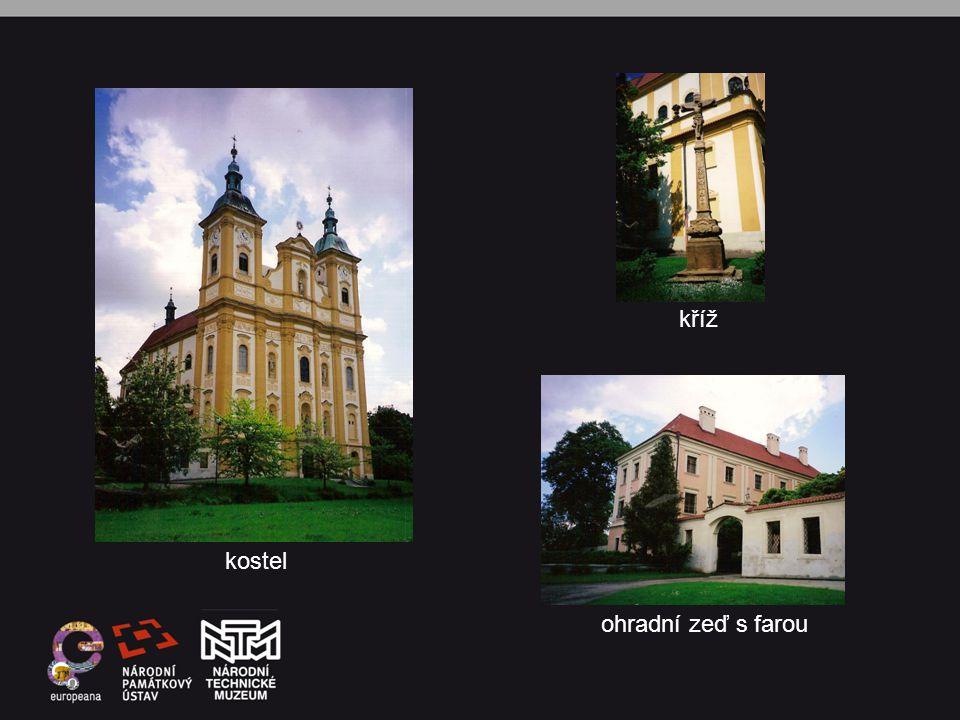 kříž kostel ohradní zeď s farou