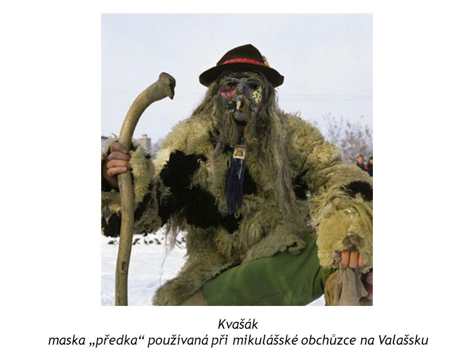 """maska """"předka používaná při mikulášské obchůzce na Valašsku"""