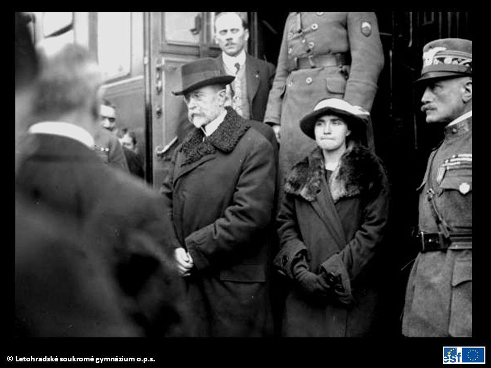 Návrat TGM s dcerou Alicí a synem Janem 20. 12. 1918 do vlasti.