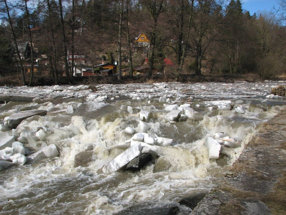 Povodně – odstřel ker na řece Svratce u Březiny (Tišnov)