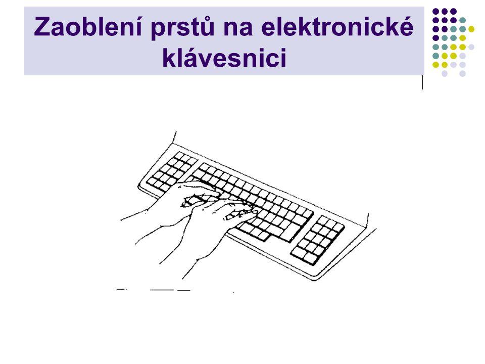 Zaoblení prstů na elektronické klávesnici