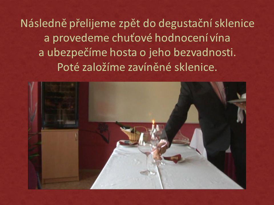 Následně přelijeme zpět do degustační sklenice a provedeme chuťové hodnocení vína a ubezpečíme hosta o jeho bezvadnosti.