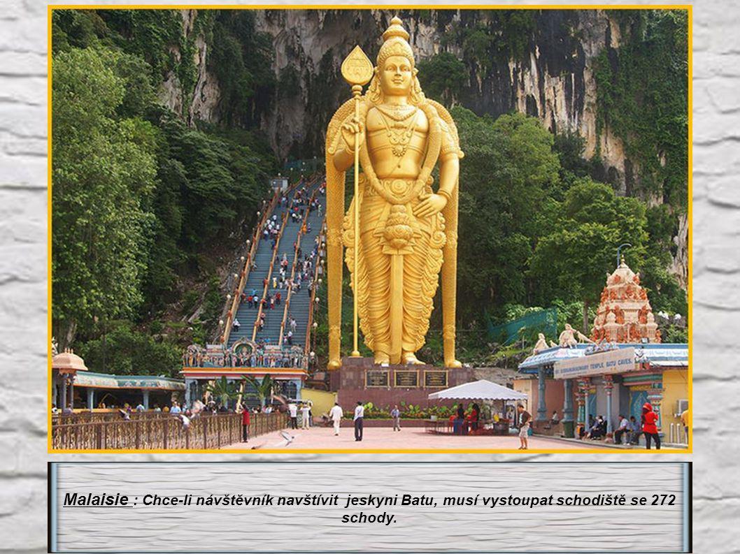Malaisie : Chce-li návštěvník navštívit jeskyni Batu, musí vystoupat schodiště se 272 schody.